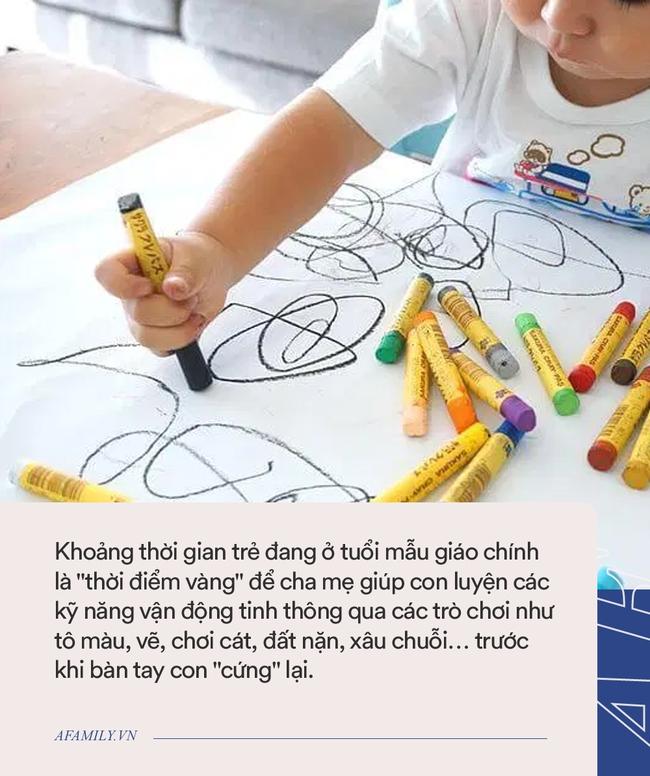 Nhìn xương bàn tay của hai đứa trẻ 7 tuổi và 5 tuổi, cha mẹ sẽ hiểu vì sao cần cho con chơi nhiều nữa - Ảnh 2.
