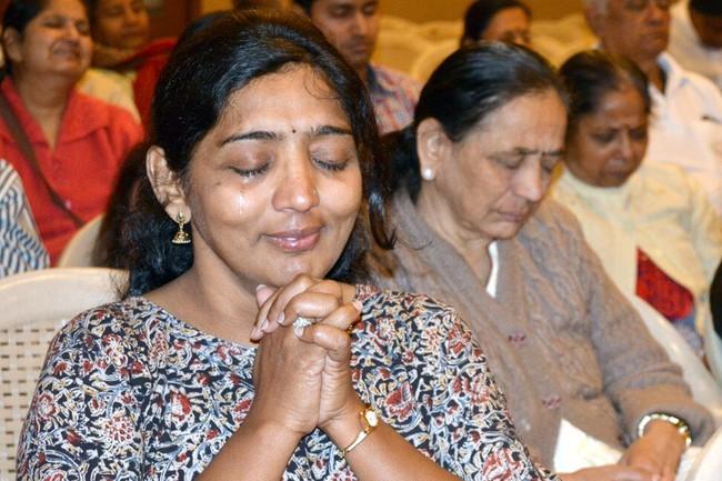 Dân Ấn Độ rủ nhau đi khóc vì đôi lúc những giọt nước mắt còn đắt hơn nụ cười - Ảnh 2.