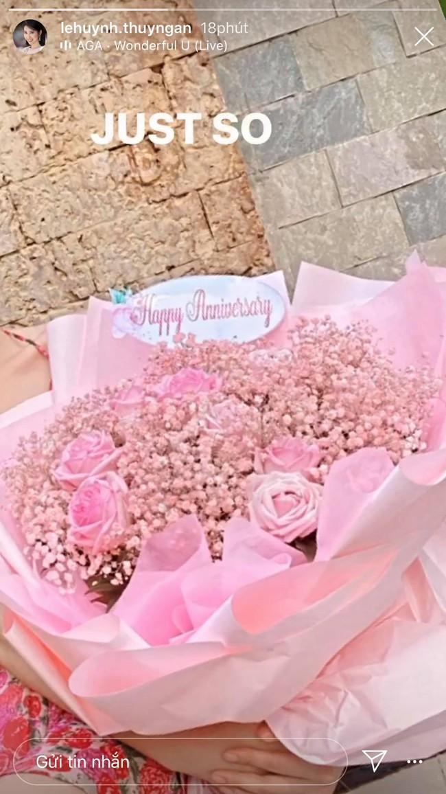 """Mới nói """"em yêu anh"""" với Trương Thế Vinh chưa bao lâu, Thúy Ngân đã đăng ảnh kỷ niệm ngày yêu cùng ai thế này? - Ảnh 5."""