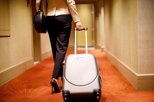 Tiếp viên hàng không chia sẻ loạt bí mật trong nghề, chị em khi đi du lịch cũng cần nằm lòng những tips đầy hay ho dưới đây! - Ảnh 1.