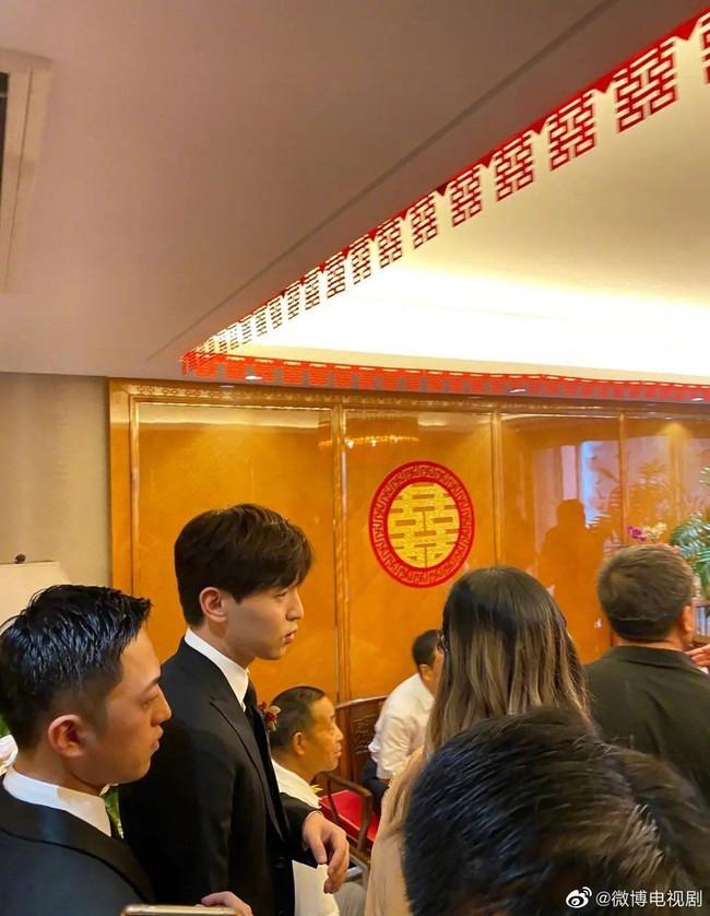 """Lên hot """"search weibo"""" vì làm phù rể lần thứ 4, Đặng Luân chính là chàng trai dùng cả thanh xuân đi đám cưới  - Ảnh 3."""