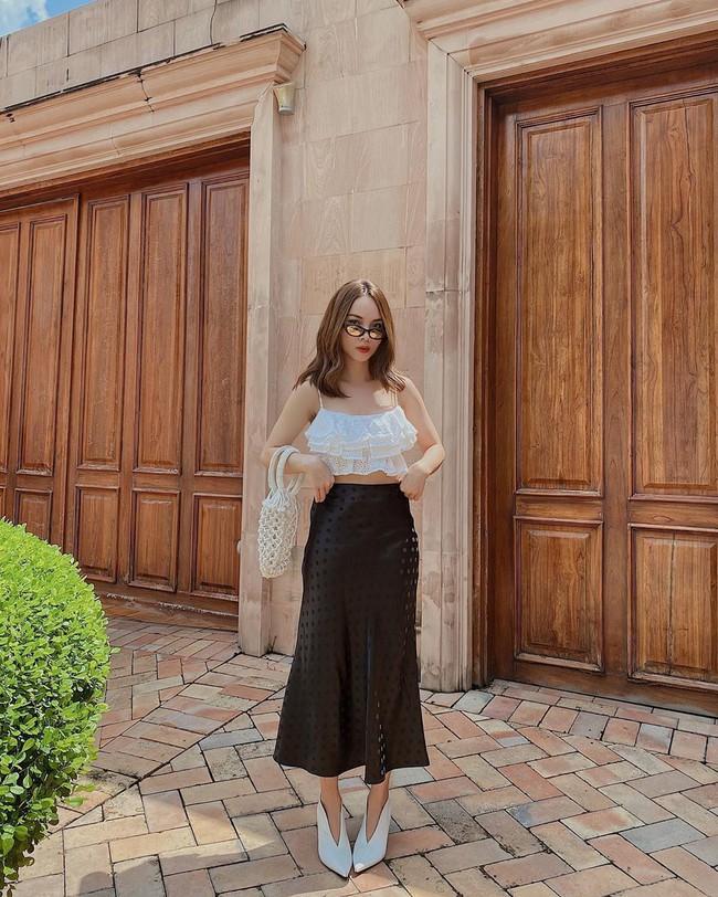 Chỉ với 3 kiểu chân váy mà Yến Trang và Yến Nhi chế được bao set đồ siêu sang, chị em cần gì sắm nhiều cho tốn kém  - Ảnh 3.