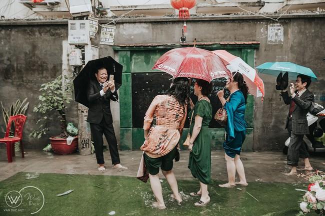 """Cưới đúng mùa dịch, mưa bão lụt lội nhưng cô dâu - chú rể vẫn xoay chuyển tình thế ngoạn mục nhờ cú twist của """"trùm cuối"""" - Ảnh 9."""