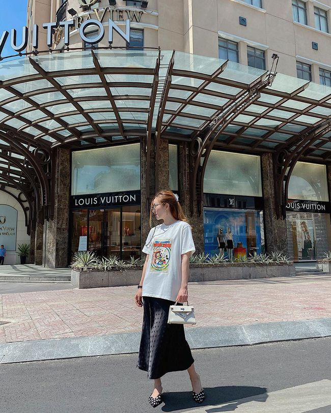 Chỉ với 3 kiểu chân váy mà Yến Trang và Yến Nhi chế được bao set đồ siêu sang, chị em cần gì sắm nhiều cho tốn kém  - Ảnh 2.