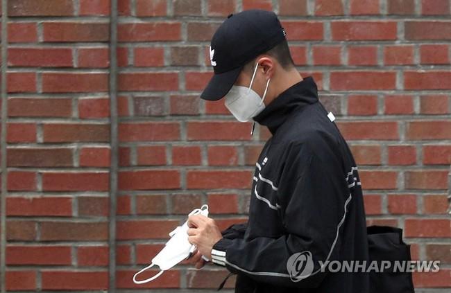 """Park Bo Gum âm thầm nhập ngũ sau 1 năm bị đồn thổi là """"kẻ thứ 3"""" khi Song Joong Ki - Song Hye Kyo ly hôn"""