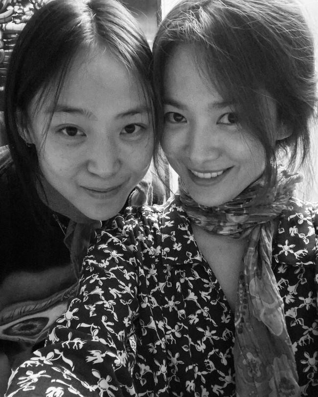 """Khoe mặt mộc tự nhiên cùng một thời điểm nhưng cả Song Hye Kyo và Goo Hye Sun đều thua trước """"mỹ nhân không tuổi"""" này - Ảnh 2."""