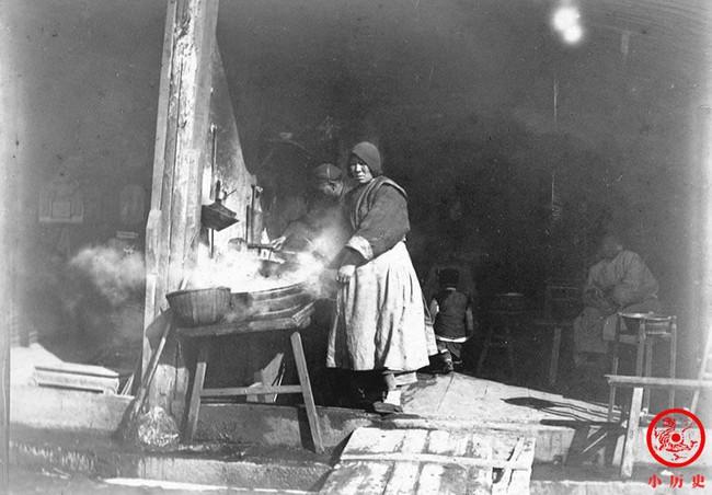Loạt ảnh cũ về cuộc sống thường ngày của những người phụ nữ lao động tay chân ở Châu Á hơn 100 năm trước - Ảnh 9.