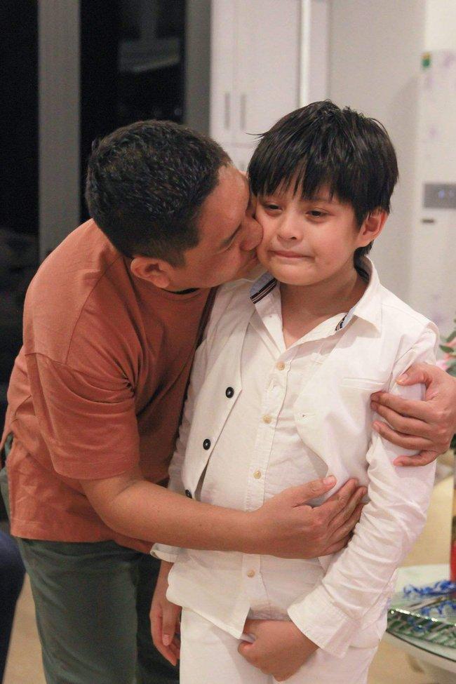 Con trai vợ chồng Thanh Thúy - Đức Thịnh bị nhóm lừa đảo dàn cảnh cướp mất điện thoại ngay giữa chốn đông người - Ảnh 2.