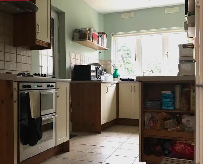 """Cải tạo căn bếp cũ """"lột xác"""" thành không gian nấu nướng đủ tiện ích đẹp miễn chê với ý tưởng không phải ai cũng nghĩ tới - Ảnh 1."""