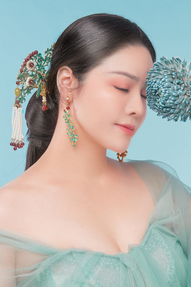 """Sau khi nhận giải thưởng lớn với """"Tiếng sét trong mưa"""", Nhật Kim Anh lại làm mỹ nữ cổ trang đẹp mê đắm - Ảnh 4."""