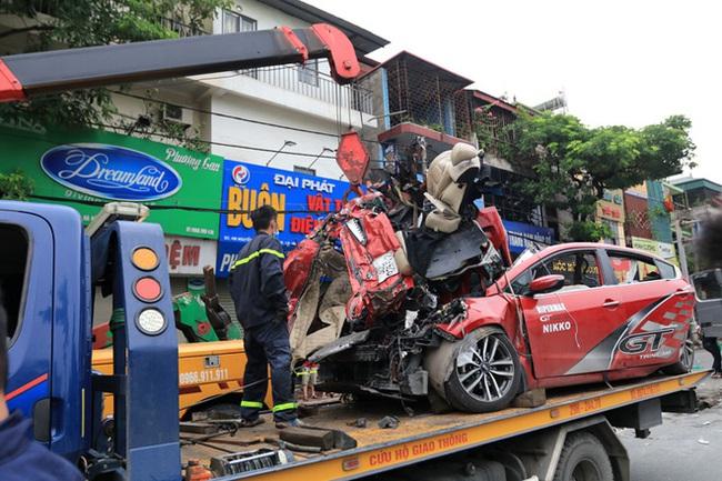 """Nhân chứng tạ hiện trường vụ tai nạn thảm khốc khiến 3 người tử vong: """"Đến sáng nay vẫn không dám đi qua đây vì sợ"""". - Ảnh 7."""