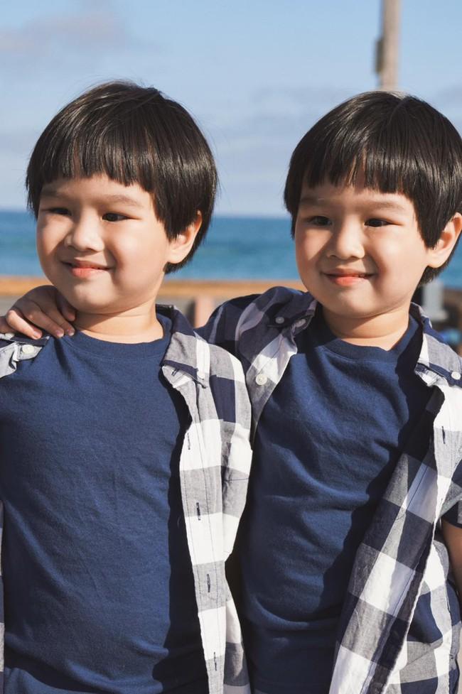 """""""Tan chảy"""" với vẻ siêu đáng yêu của các cặp sinh đôi nhà sao Việt, ngắm xong các mẹ lại muốn """"sản xuất"""" thêm cho mà xem - Ảnh 16."""