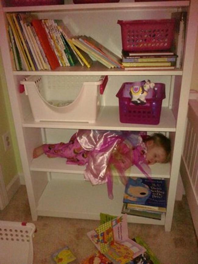 """Những tư thế ngủ có """"thần thái đỉnh cao"""" của các bé, xem xong ai nấy cười té ghế - Ảnh 12."""