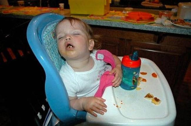 """Những tư thế ngủ có """"thần thái đỉnh cao"""" của các bé, xem xong ai nấy cười té ghế - Ảnh 15."""