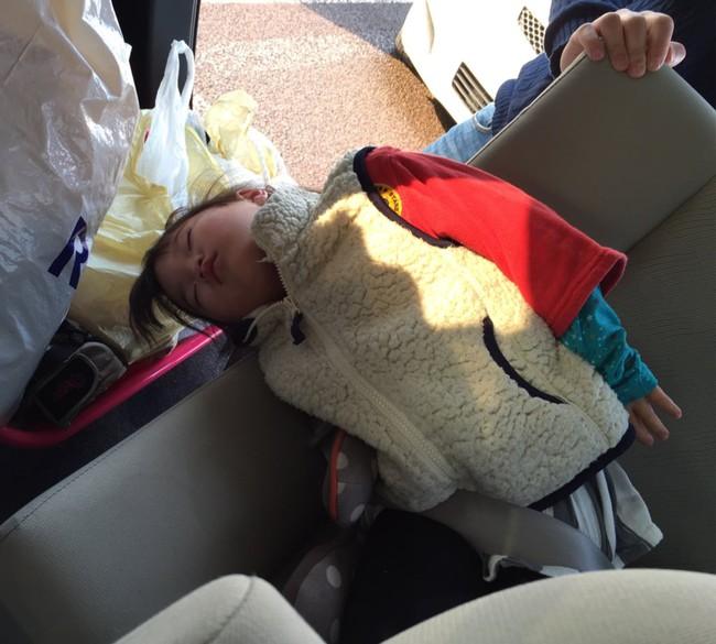 """Những tư thế ngủ có """"thần thái đỉnh cao"""" của các bé, xem xong ai nấy cười té ghế - Ảnh 2."""