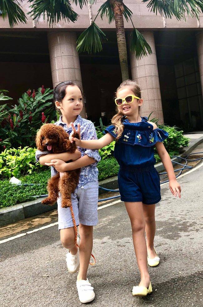 """""""Tan chảy"""" với vẻ đáng yêu của các cặp sinh đôi nhà sao Việt, ngắm xong các mẹ lại muốn """"sản xuất"""" thêm cho mà xem - Ảnh 33."""