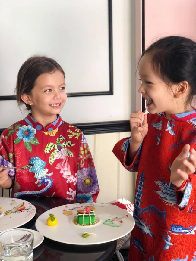 """""""Tan chảy"""" với vẻ đáng yêu của các cặp sinh đôi nhà sao Việt, ngắm xong các mẹ lại muốn """"sản xuất"""" thêm cho mà xem - Ảnh 34."""