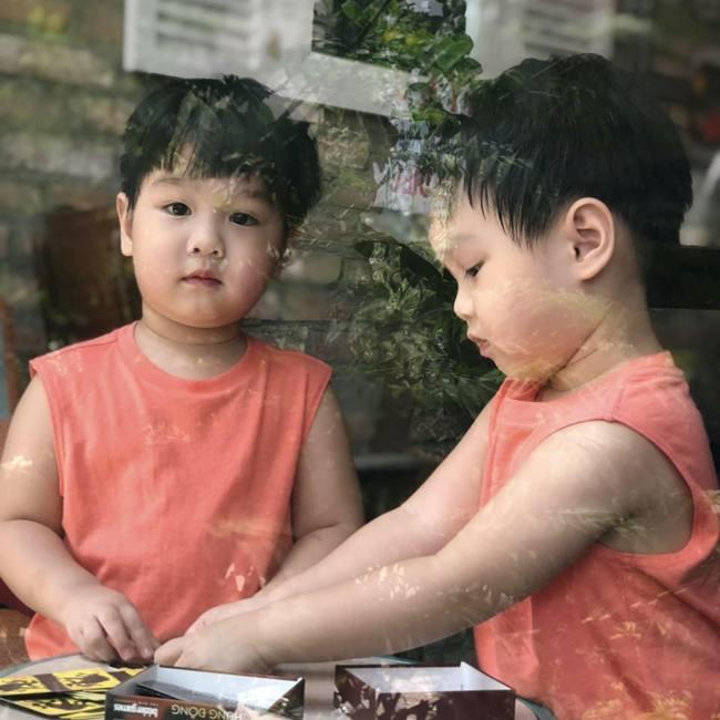 """""""Tan chảy"""" với vẻ siêu đáng yêu của các cặp sinh đôi nhà sao Việt, ngắm xong các mẹ lại muốn """"sản xuất"""" thêm cho mà xem - Ảnh 15."""