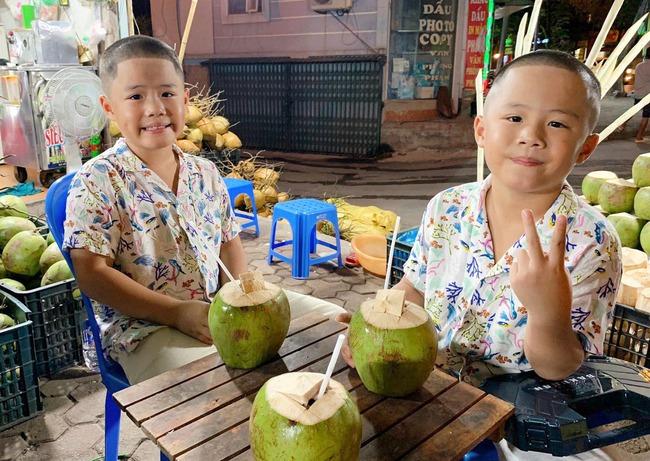 """""""Tan chảy"""" với vẻ đáng yêu của các cặp sinh đôi nhà sao Việt, ngắm xong các mẹ lại muốn """"sản xuất"""" thêm cho mà xem - Ảnh 30."""