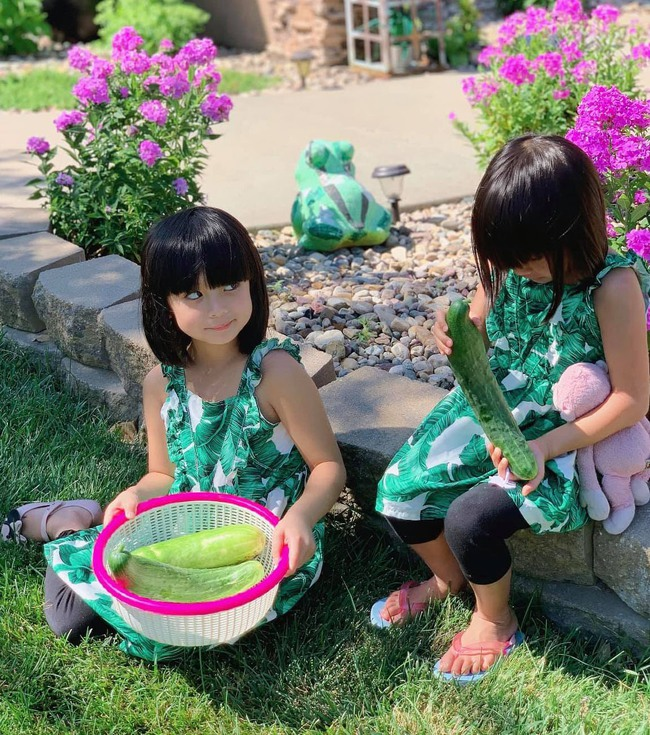 """""""Tan chảy"""" với vẻ siêu đáng yêu của các cặp sinh đôi nhà sao Việt, ngắm xong các mẹ lại muốn """"sản xuất"""" thêm cho mà xem - Ảnh 22."""