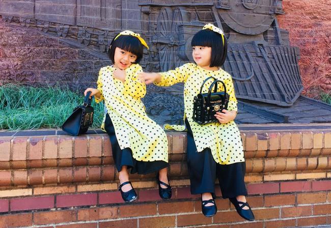 """""""Tan chảy"""" với vẻ siêu đáng yêu của các cặp sinh đôi nhà sao Việt, ngắm xong các mẹ lại muốn """"sản xuất"""" thêm cho mà xem - Ảnh 23."""