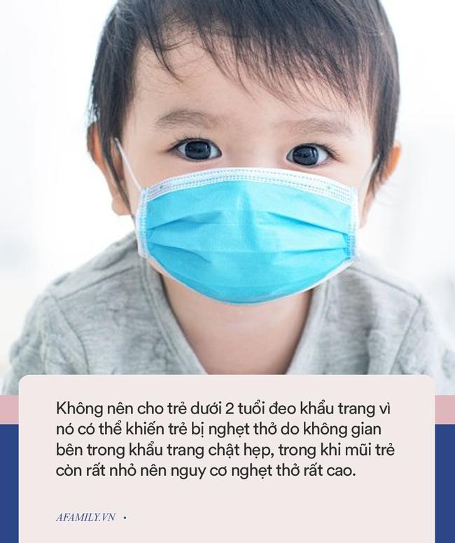 Các chuyên gia cảnh báo cha mẹ không nên đeo khẩu trang cho trẻ sơ sinh và trẻ nhỏ vì lý do an toàn - Ảnh 1.