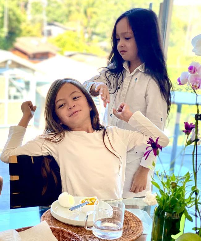 """""""Tan chảy"""" với vẻ đáng yêu của các cặp sinh đôi nhà sao Việt, ngắm xong các mẹ lại muốn """"sản xuất"""" thêm cho mà xem - Ảnh 35."""