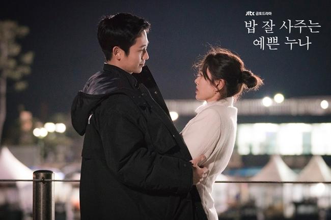 """Cảnh hôn của Son Ye Jin và Jung Hae In trong """"Chị đẹp mua cơm ngon cho tôi"""" đạt chục triệu view sau 2 năm, fan réo gọi bộ đôi tái hợp - Ảnh 8."""