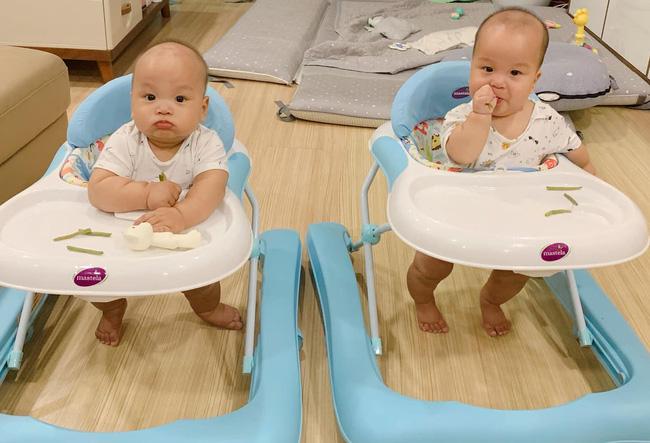 """""""Tan chảy"""" với vẻ siêu đáng yêu của các cặp sinh đôi nhà sao Việt, ngắm xong các mẹ lại muốn """"sản xuất"""" thêm cho mà xem - Ảnh 12."""