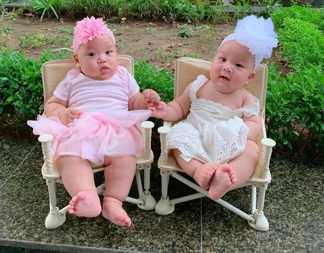 """""""Tan chảy"""" với vẻ siêu đáng yêu của các cặp sinh đôi nhà sao Việt, ngắm xong các mẹ lại muốn """"sản xuất"""" thêm cho mà xem - Ảnh 11."""