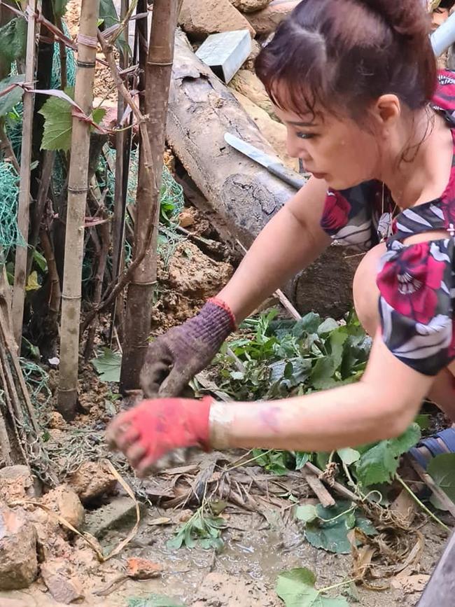 """Mừng nhà mới, cô dâu 63 tuổi ở Cao Bằng dựng hẳn bia đá khắc tên hai vợ chồng khiến dân mạng choáng váng vì cho là """"điềm gở"""" - Ảnh 3."""
