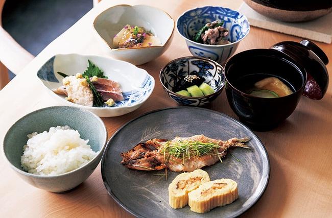 7 loại thực phẩm luôn có trên bàn ăn của người Nhật và thói quen ăn uống giúp họ sống lâu - Ảnh 1.