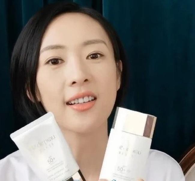 Dùng đến 6 loại kem chống nắng, bảo sao Đồng Dao đã 35 mà da vẫn mơn mởn như gái đôi mươi - Ảnh 3.