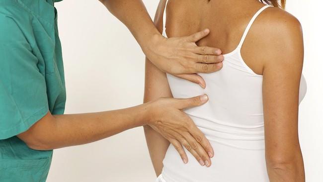 Đau lưng dưới: Khi nào nên đi khám và điều trị - Ảnh 2.