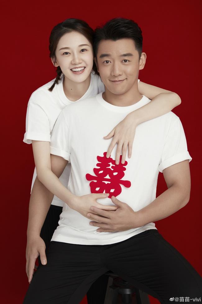 Trịnh Khải và Miêu Miêu vừa tuyên bố kết hôn chưa lâu và đang chờ đón con đầu lòng chào đời.