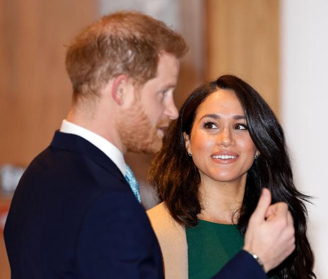 Harry bất ngờ nói về tiêu cực của mạng xã hội nhưng lại bị dư luận vạch trần tất cả chỉ là lời nói dối, Meghan đứng đằng sau mọi chuyện - Ảnh 2.