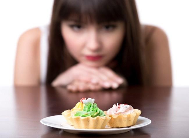 Ăn nhiều đường khiến bạn nhanh già ngang với hút thuốc lá, nếu cơ thể xuất hiện 5 dấu hiệu này thì cần xem lại ngay những gì bạn hay ăn - Ảnh 3.