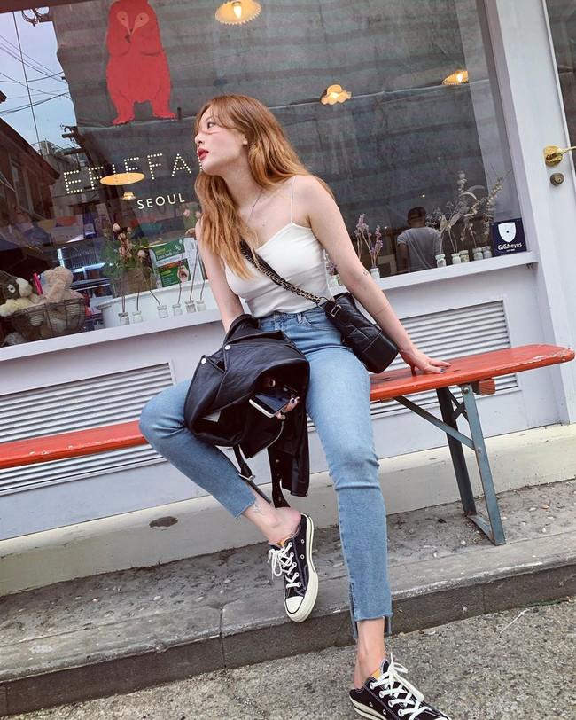 Bạn sẽ không biết mặc quần skinny jeans xấu là gì nếu học 14 set đồ xịn đẹp sau đây của sao Hàn - Ảnh 10.