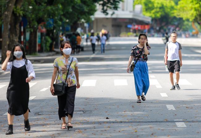 Hà Nội: Người dân thờ ơ trước việc tái xử phạt không đeo khẩu trang - Ảnh 5.