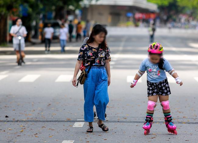 Hà Nội: Người dân thờ ơ trước việc tái xử phạt không đeo khẩu trang - Ảnh 6.