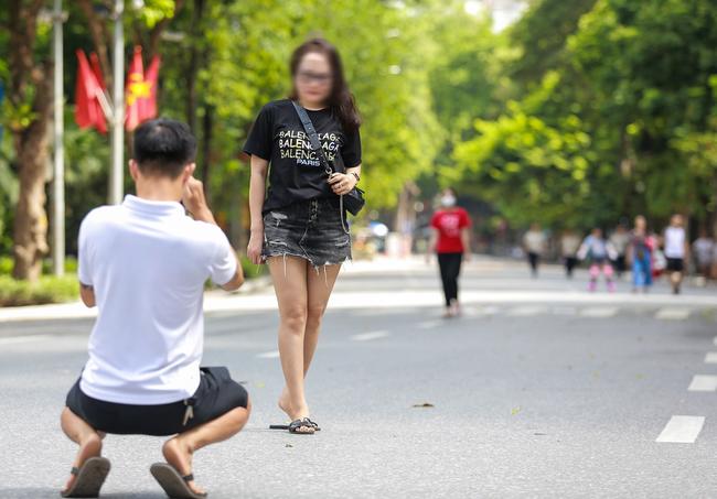 Hà Nội: Người dân thờ ơ trước việc tái xử phạt không đeo khẩu trang - Ảnh 7.