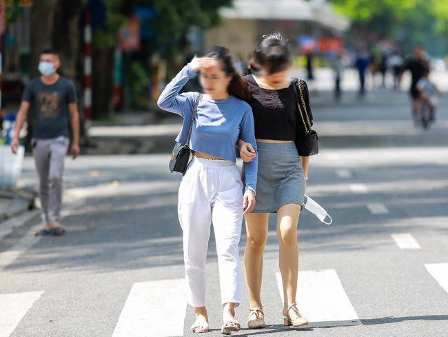 Hà Nội: Người dân thờ ơ trước việc tái xử phạt không đeo khẩu trang - Ảnh 9.