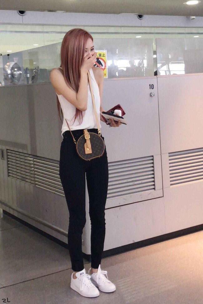 Bạn sẽ không biết mặc quần skinny jeans xấu là gì nếu học 14 set đồ xịn đẹp sau đây của sao Hàn - Ảnh 14.