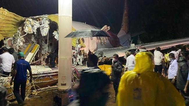 Nóng: Máy bay chở người từ vùng dịch về nước gặp nạn, ít nhất 17 người thiệt mạng, hàng trăm người bị thương - Ảnh 2.