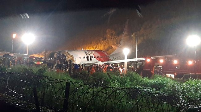 Nóng: Máy bay chở người từ vùng dịch về nước gặp nạn, ít nhất 17 người thiệt mạng, hàng trăm người bị thương - Ảnh 3.