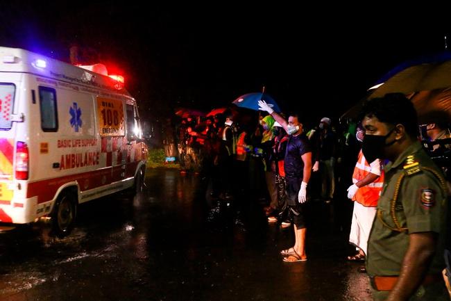 Nóng: Máy bay chở người từ vùng dịch về nước gặp nạn, ít nhất 17 người thiệt mạng, hàng trăm người bị thương - Ảnh 7.