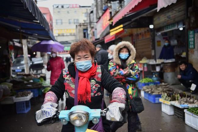 Đi chợ, rửa rau, giặt đồ mùa COVID-19: Cần thực hiện đúng theo những khuyến cáo này của WHO để bảo vệ gia đình khỏi sự lây lan của virus - Ảnh 3.