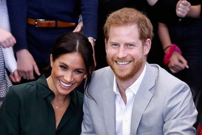 Tiết lộ sinh nhật cô độc của Meghan Markle: Không thấy bóng dáng một người bạn thân nào trong khi hoàng gia Anh thì bị phớt lờ - Ảnh 1.
