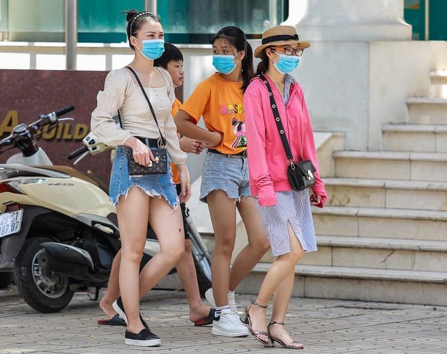 Hà Nội: Người dân thờ ơ trước việc tái xử phạt không đeo khẩu trang - Ảnh 15.