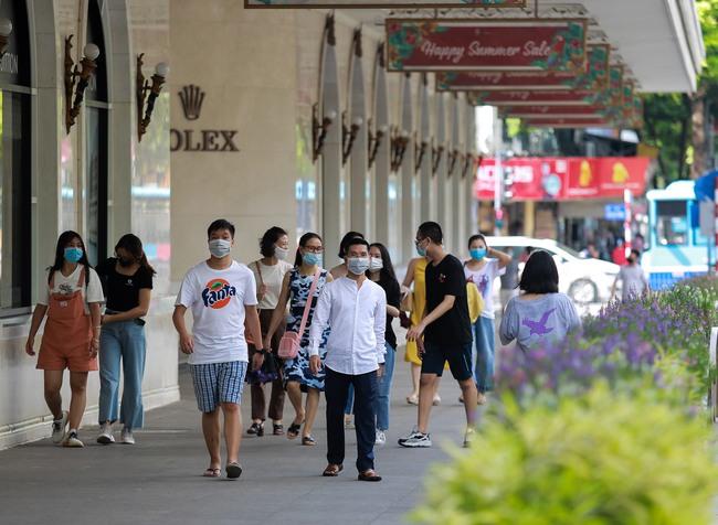 Hà Nội: Người dân thờ ơ trước việc tái xử phạt không đeo khẩu trang - Ảnh 2.